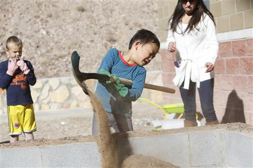 Video+Story: Students at Tippin Elementary Take to the Outdoors for Learning