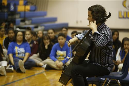 Cellist Zuill Bailey Visits EPISD Middle Schoolers, Talks Importance of Fine Arts