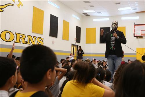 Video+Story: WWE Wrestler Sin Cara Returns to EPISD
