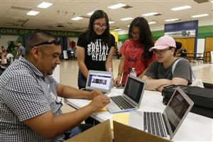 Video+Story: El Paso ISD Begins Laptop Distribution for Middle, High School Students
