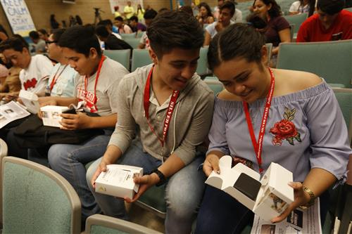 Video+Gallery+Story: Sprint Grant Provides 1,350 WiFi Hotspots to EPISD Students