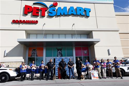 Video+Story: EPISD PD, PetSmart Partner to Put Smiles on Children in Need