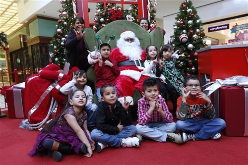 Video+Story+Gallery: Deaf-Ed Students Visit ASL-Fluent Santa at Bassett Place