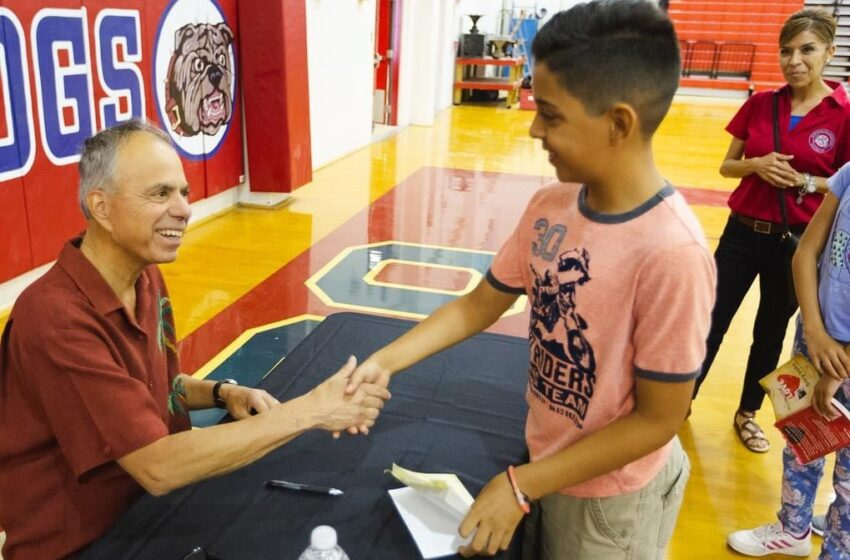 Author Gary Soto Talks to Socorro ISD Students, Promotes Reading