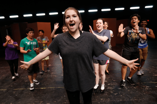 "El Paso ISD High-Schoolers put on ""Thoroughly Modern"" Musical"