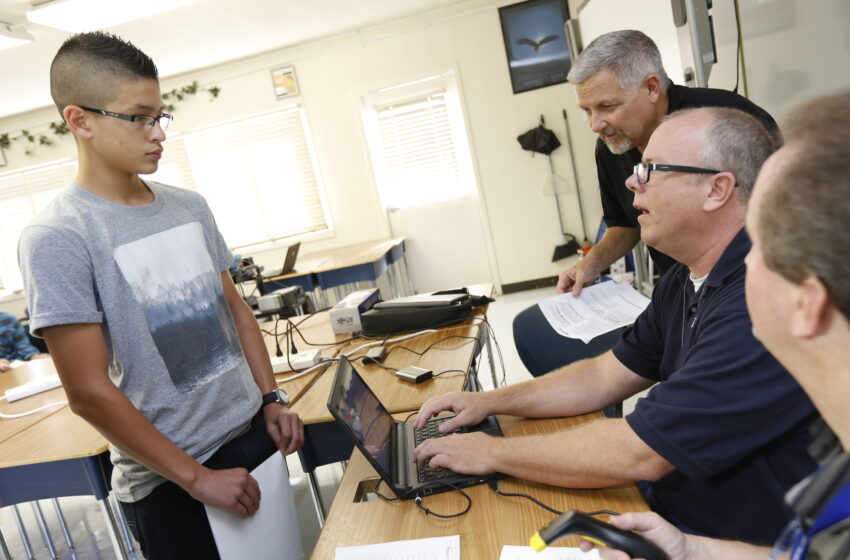 EPISD students begin switch to digital textbooks