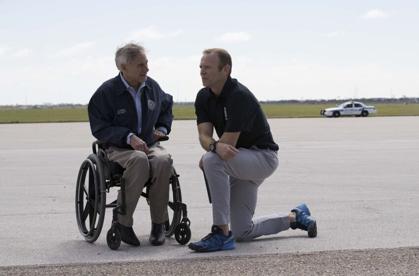 In Harvey Response, Gov. Greg Abbott Finds a Hospitable Spotlight