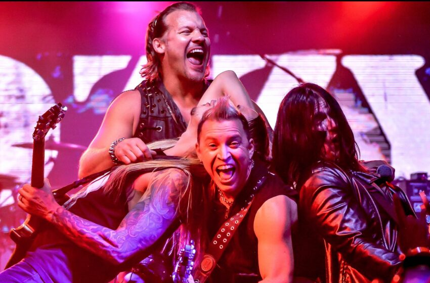 Story in Many Pics: Fozzy Fires Up the Sun City