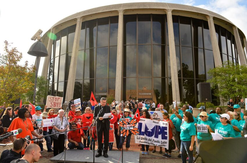 Judge Temporarily Blocks Immigration Enforcement Law