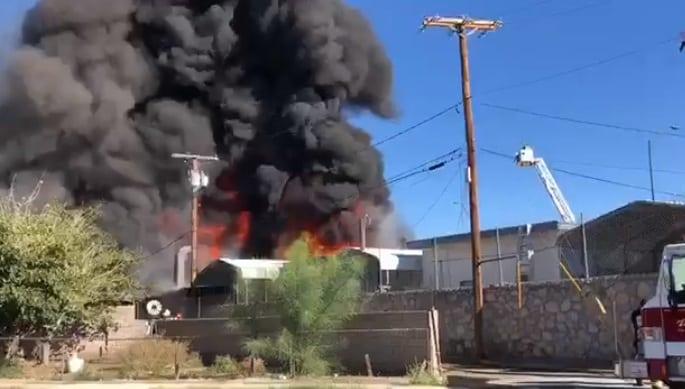Video+Story: El Paso Fire Crews Battle South-Central Blaze Sunday Morning
