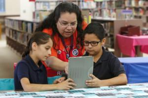 Five El Paso ISD Middle Schools to Receive iPads