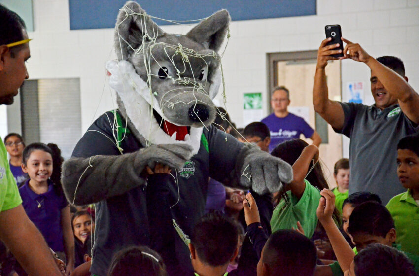 El Paso Coyotes help Yucca Heights Elementary celebrate 1st-Ever Pep Rally