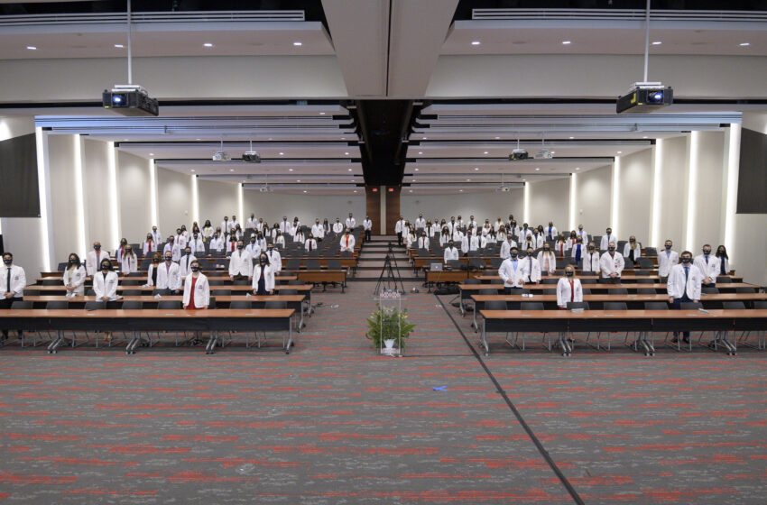 Gallery: Foster School of Medicine's Class of 2024 Receives White Coats