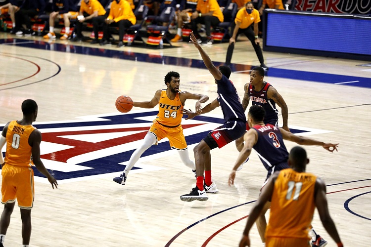 Arizona uses late free throws to edge Miners 69-61