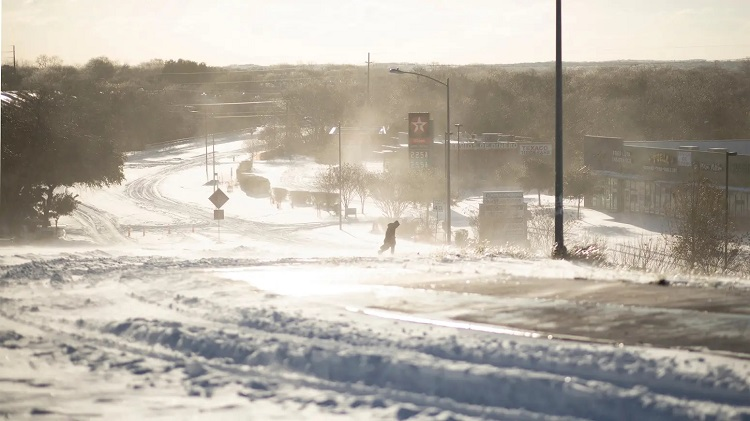 An eastbound view of East Stassney Lane in South Austin on Feb. 15, 2021. A major winter storm affected the entire state. Credit: Miguel Gutierrez Jr./The Texas Tribune