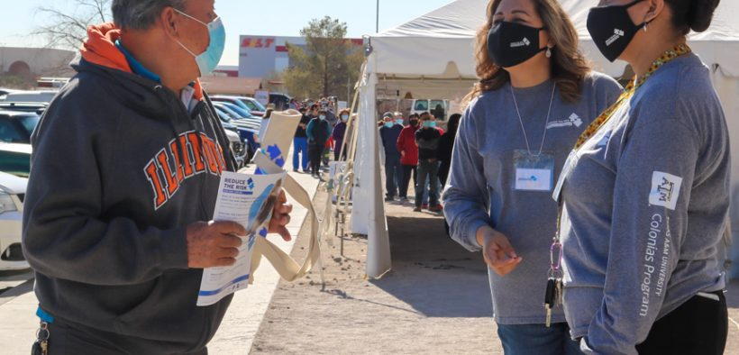 Cover photo: Maria Chacon and Rocio Rey talk to people about the importance of getting vaccinated against COVID-19. (Maria Ramos Pacheco/El Paso Matters)