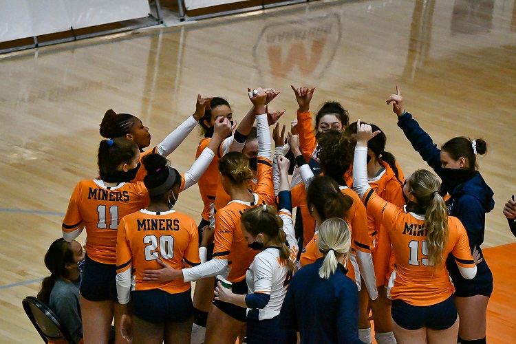 Rice sweeps Miner Volleyball in three sets