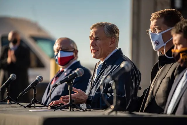 Gov. Greg Abbott during a press conference in Austin on Dec. 17, 2020. Credit: Sergio Flores for The Texas Tribune