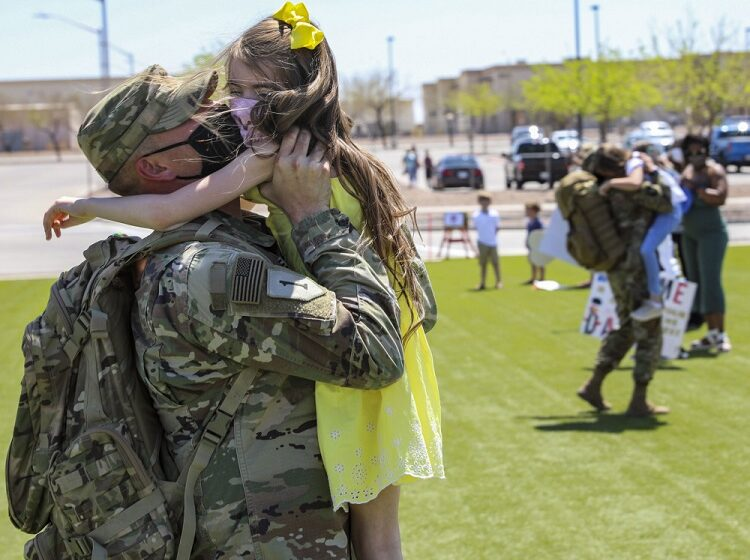 Gallery: Soldiers from 1st Armored Division's 2nd Armored Brigade Combat Team come home