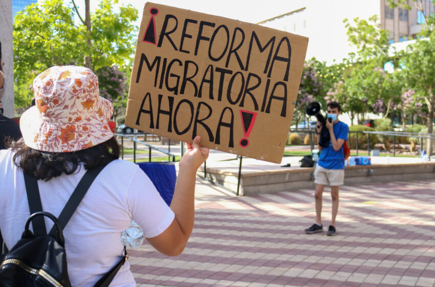 Video+Story: El Pasoans rally for protection of immigrants, abolition of ICE