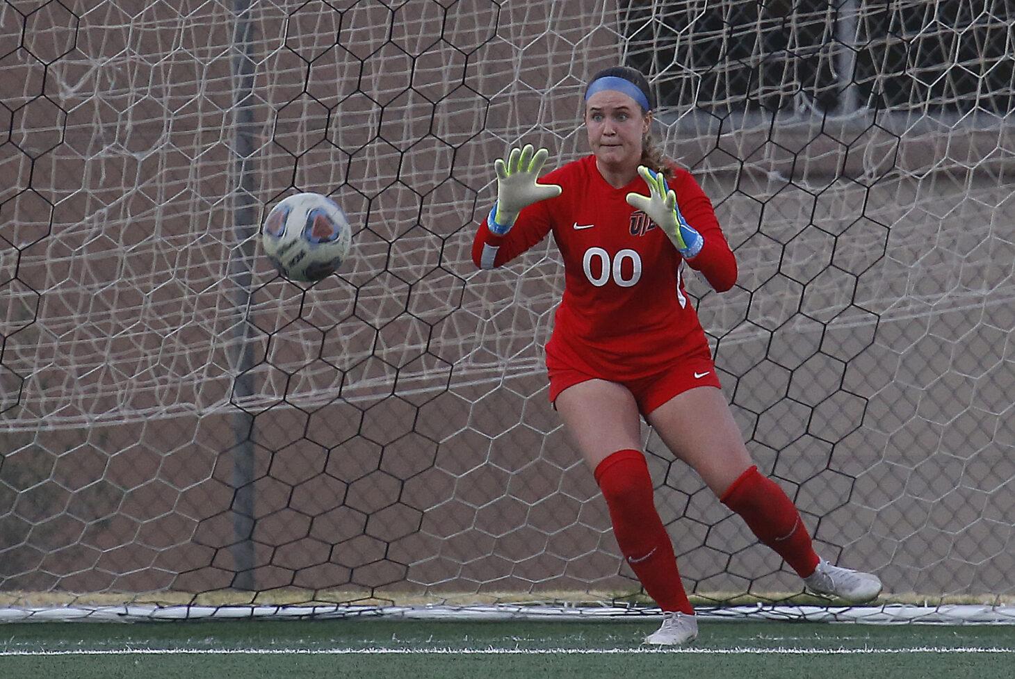 UTEP Soccer's Emily Parrott  |  Ruben Ramirez