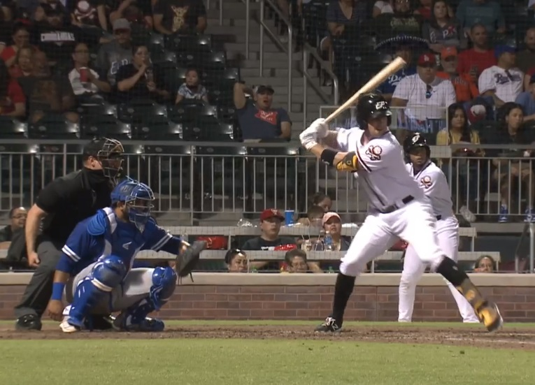 Chihuahuas bomb Dodgers 15-8; Dogs' skipper Edwin Rodriguez gets 200th win