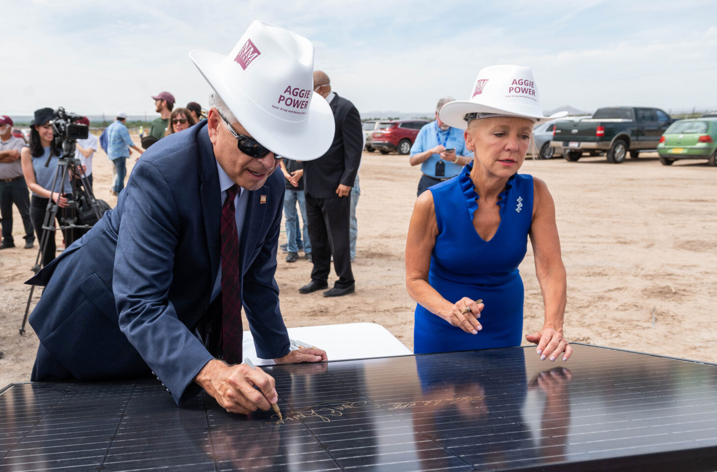 Dan Arvizu, NMSU Chancellor and Kelly Tomblin, El Paso Electric's CEO and President sign a solar panel during the ribbon cutting for the Aggie Power Solar Array. September 23, 2021. | NMSU photo by Josh Bachman