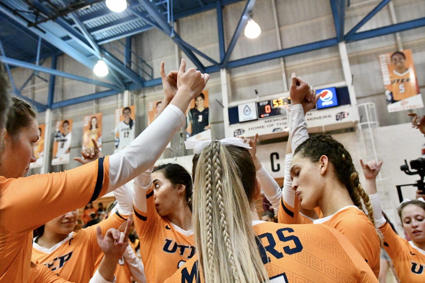 UTEP Volleyball celebrates | Photo by Andres Acosta – UTEP